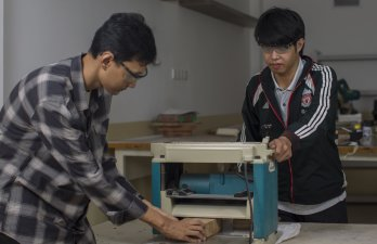 Laboratorium Kayu Logam